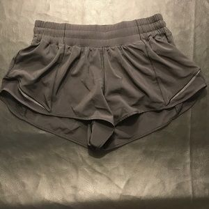 Black Lululemln Hotty Hot II Shorts, 2.5 inch